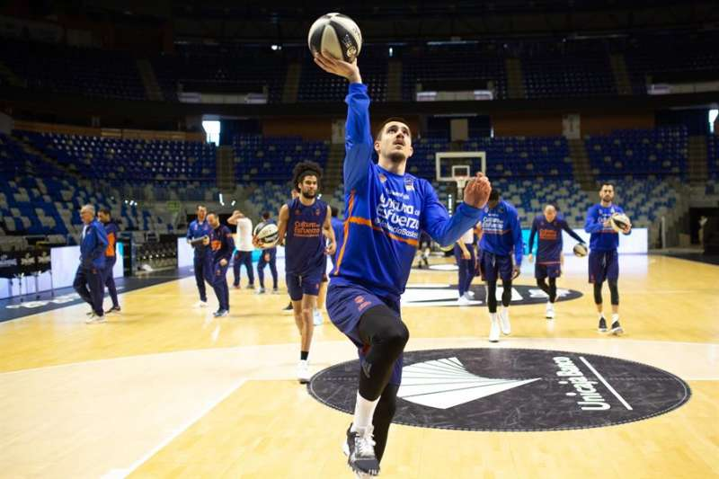 El escolta serbio del Valencia Basket Club, Vanja Marinkovic durante un entrenamiento con el equipo antes del parón por la pandemia de coronavirus. EFE/Carlos Díaz/Archivo
