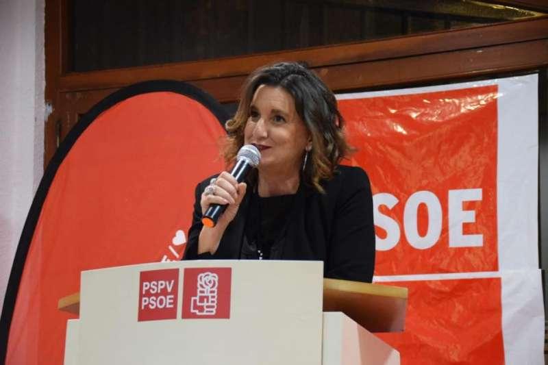 La secretaria provincial, Mercedes Caballero, durante una cena de la agrupación . Foto FB Socialistes provincia València.