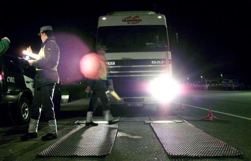 Un control de la Guardia Civil de tráfico en la A7.