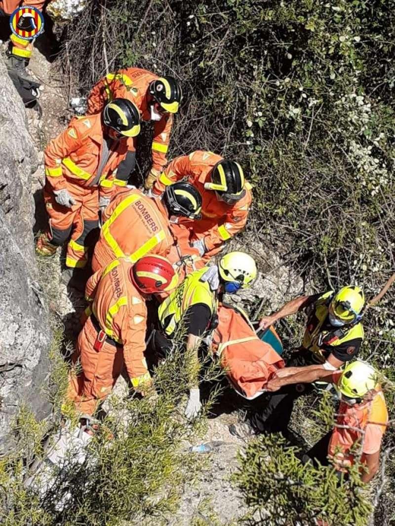 Imagen del rescate facilitada por el Consorcio Provincial de Bomberos de Valencia. EFE