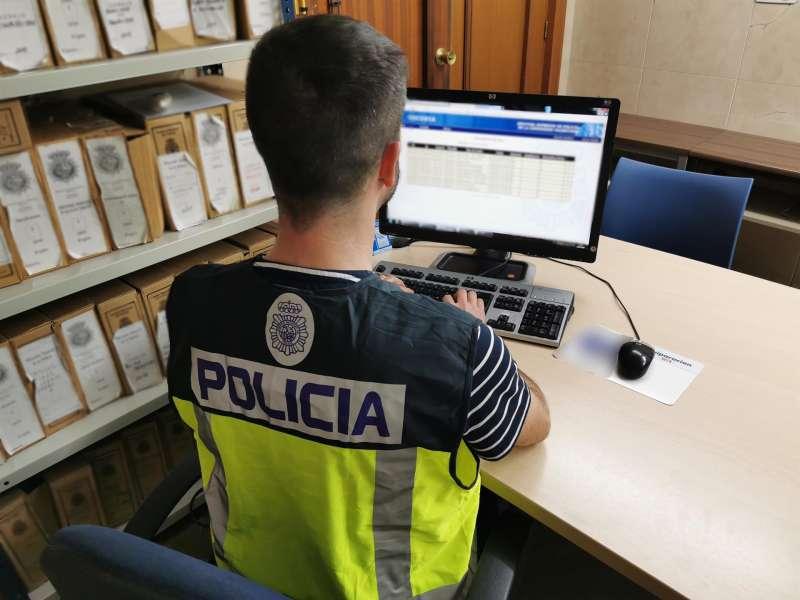Una agente de la Policía Nacional en una imagen facilitada por el cuerpo. EPDA