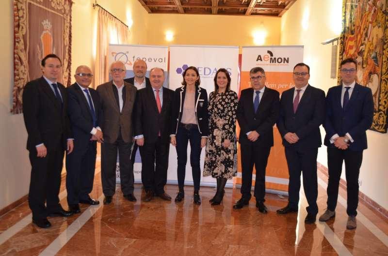 Encuentro y visita de la Ministra de Industria en el Ayuntamiento de Moncada con la alcaldesa, autoridades y representantes de CEDAES.