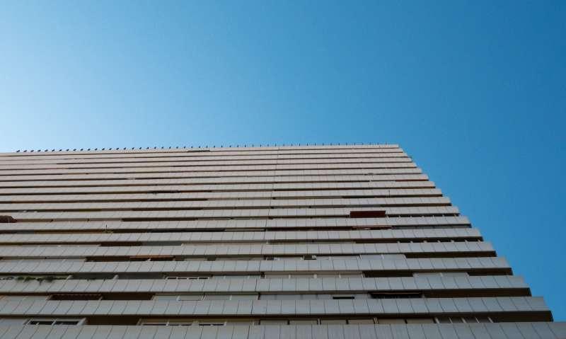 Edificio alto en Alicante / EPDA