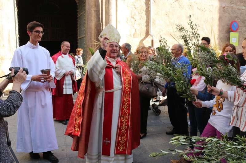 El obispo en la bendición de ramos en Segorbe