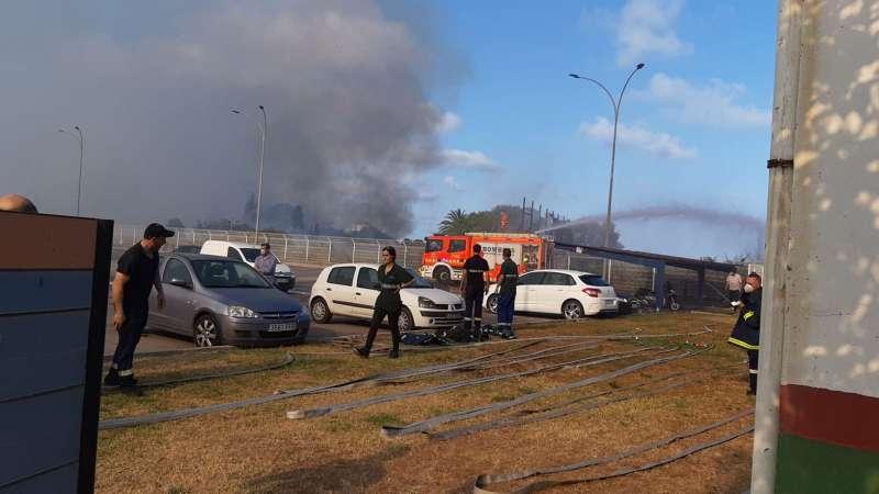 Bomberos intervienen en el incendio