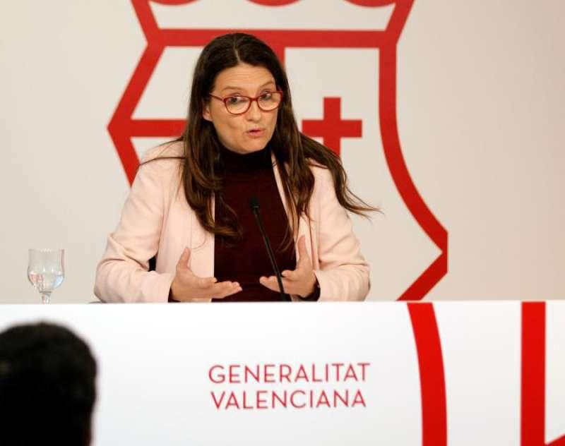 La vicepresidenta y Portavoz del Gobierno Valenciano, Mónica Oltra, durante la rueda de prensa posterior al Pleno del Consell. EFE
