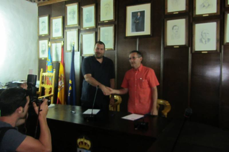 Signatura del pacte entre la coalició Quartell pel canvi i EU. EPDA