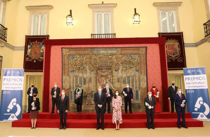 Sus Majestades los Reyes, acompañados por el ministro de Ciencia e Innovación, Pedro Duque, han entregado los Premios Nacionales de Investigación 2020