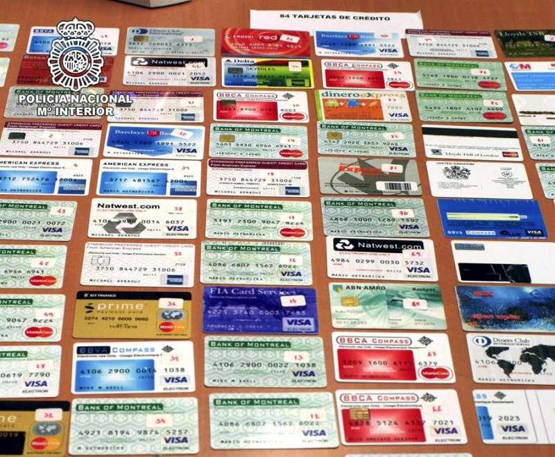Operaci�n de la Polic�a Nacional contra la falsificaci�n de carn�s y tarjetas de cr�dito. EFE