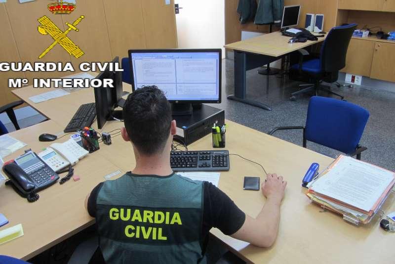Imagen de un Guardia Civil trabajando.