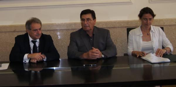 El presidente de la Diputación con el alcalde de Torres Torres. EPDA