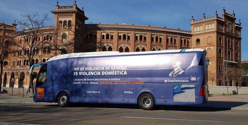 El autobús ha iniciado ya su ruta, en una imagen difundida por HazteOír.