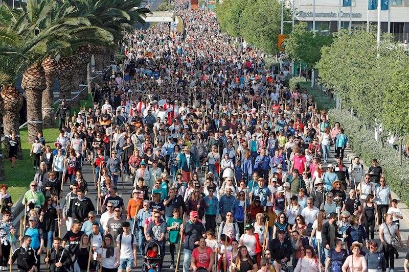 Miles de peregrinos en una edición anterior de la romería de la Santa Faz. EFE
