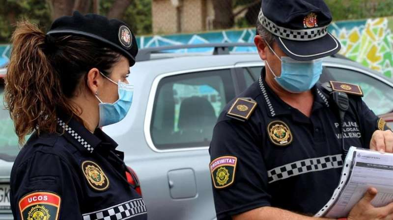 Dos policías locales de València. EPDA/Archivo