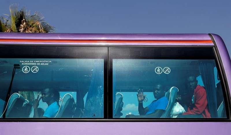 Algunos de los 78 migrantes que llegaron a Valencia en el barco Aquarius. EFE