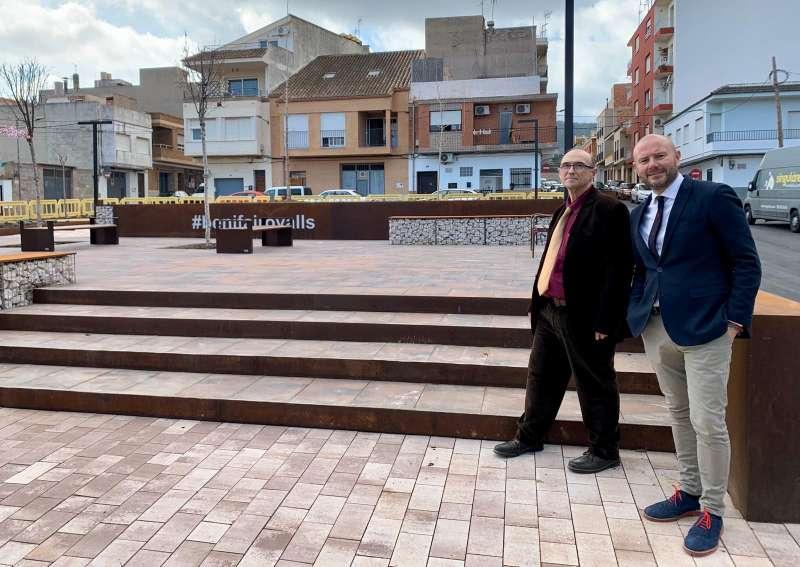 El alcalde de Benifairó con el presidente de la Diputación de València en una visita al municipio.