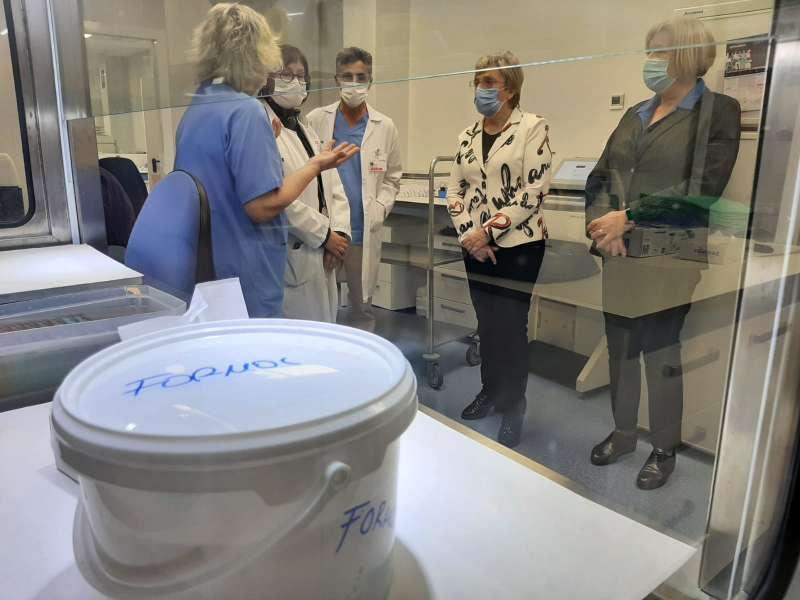 La consellera visitando las instalaciones