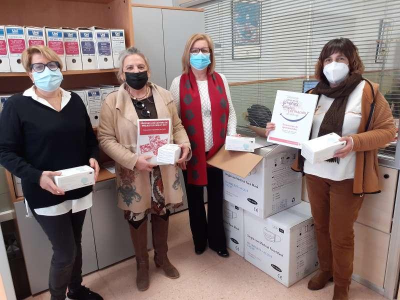 Entrega mascaretes Creu Roja./EPDA