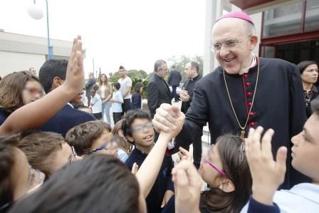 Monseñor Carlos Osoro preside el décimo aniversario de la creación del centro escolar ?Fundación San Vicente Ferrer?. Foto A.Saiz