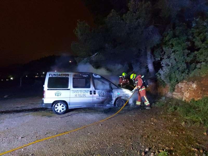 Los bomberos evitaron que hubiera más daños.