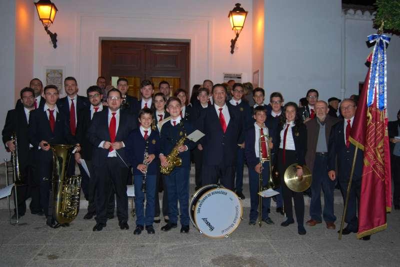 Los miembros de la Sociedad Musical San Antonio de Benagéber. //EPDA