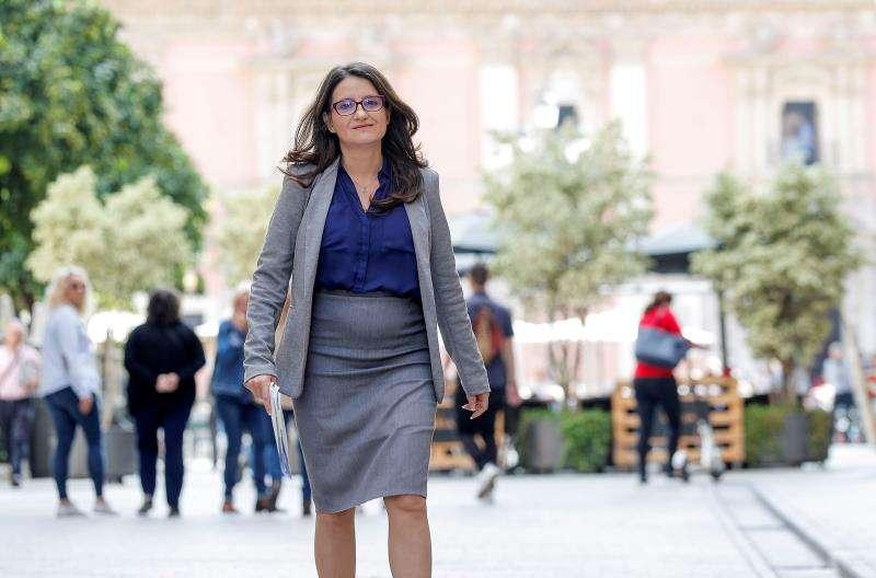 La vicepresidenta del Consell, Mónica Oltra, se dirige a la rueda de prensa en la que informa de los acuerdos alcanzados por el Gobierno valenciano en su reunión semanal. EFE