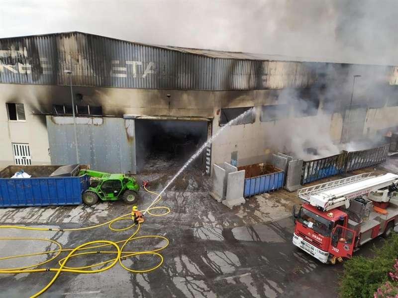 Incendio de la nave de Aldaia. EFE