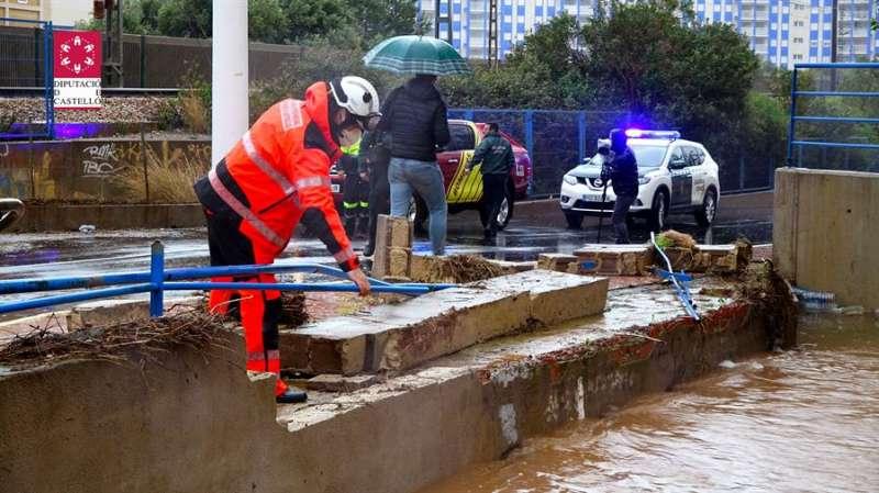 Imagen facilitada por el consorcio provincial de Bomberos de Castellón de los efectos de la lluvia caída en Oropesa. EFE
