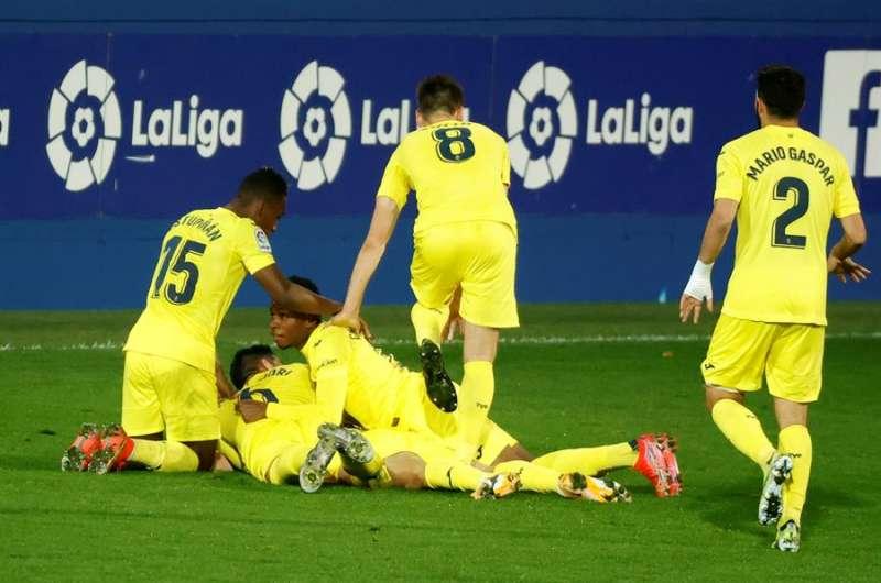 Los jugadores del Villarreal celebran el tercer gol ante el Eibar en el estadio de Ipurua. EFE/Archivo
