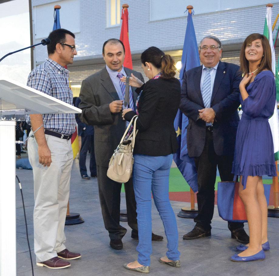 El equipo del gratuito, con Sancho y la secretaria del juzgado de Paz.