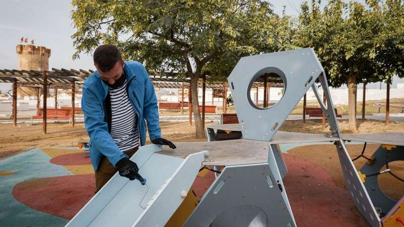 Aplicación de la nanopintura en el parque de la Torre. EPDA