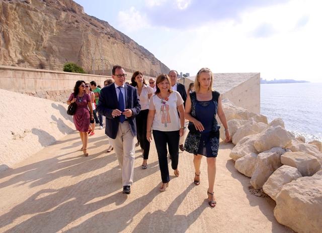 Con una integración 100% paisajística, el nuevo Paseo conecta la ciudad con el mar. FOTO: GVA