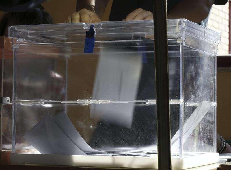 Detalle de una urna de un colegio electoral en la elecciones municipales. EFE/Archivo