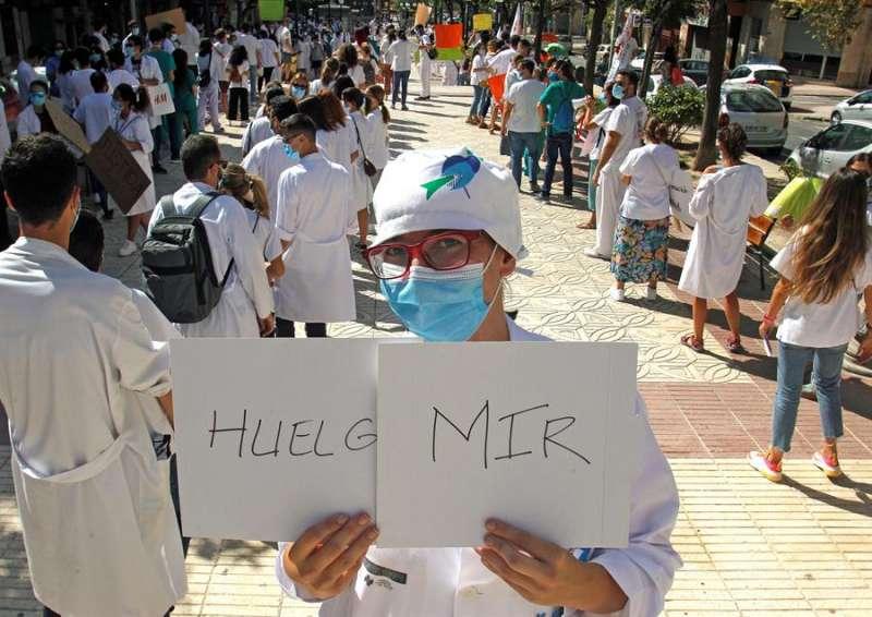 Imagen de una manifestación de los MIR en Alicante.EFE/MORELL