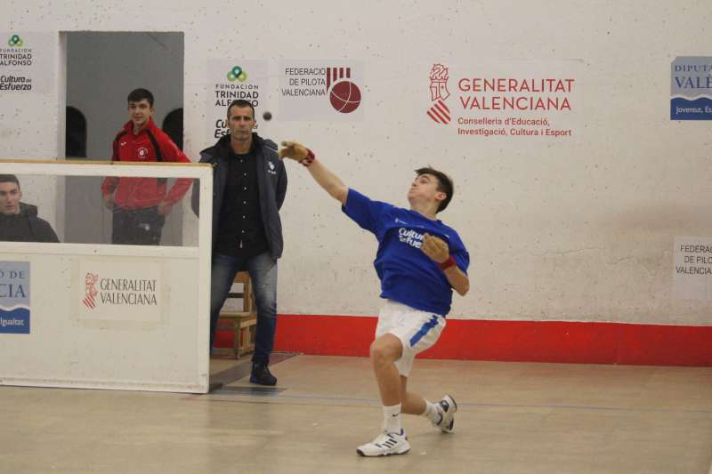 Sergi de l´escola del Genovés, jugarà les semifinals al seu trinquet. -EPDA