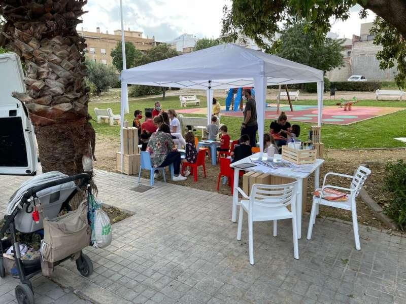 El ?Roda Llibres? se ha desplazado a los parques de Riba-roja de Túria. EPDA.
