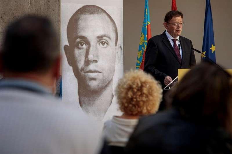 El president de la Generalitat, Ximo Puig, durante el homenaje al poeta Miguel Hernández con motivo del 110 aniversario de su nacimiento. EFE/ Biel Aliño