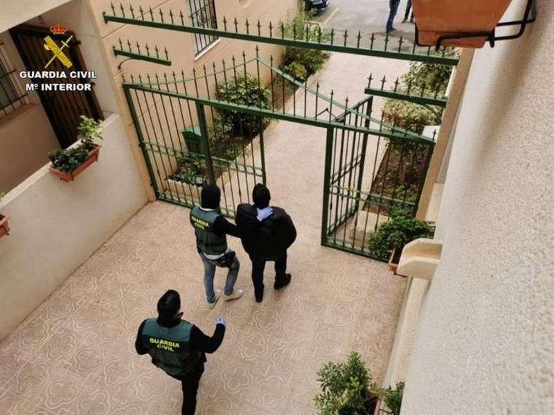 Uno de los detenidos en la operación, en una imagen de la Guardia Civil. EFE