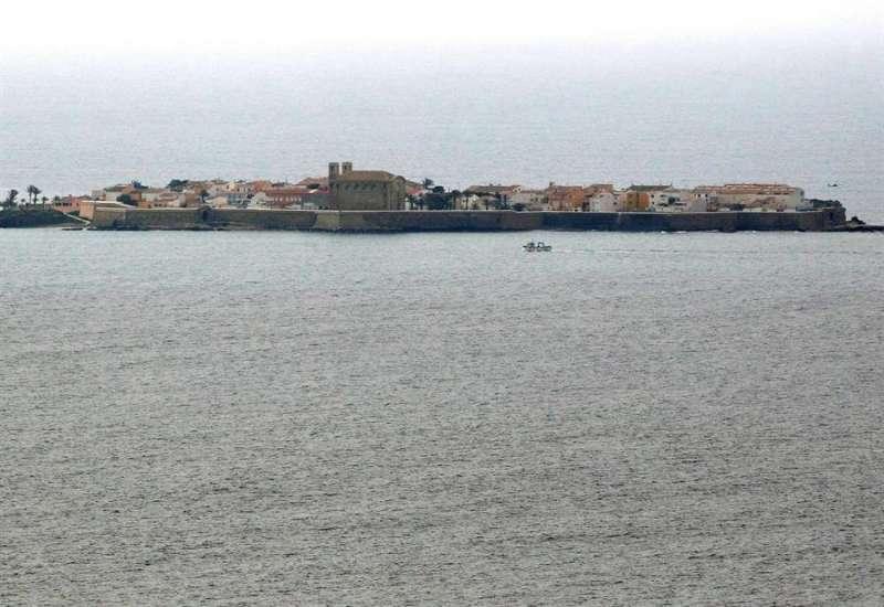 La isla de Tabarca, que desde el confinamiento por el COVID-19 sólo reciben visita una vez a la semana con frutas, verduras, carne, pescado, pan y bebidas. EFE/Morell/Archivo