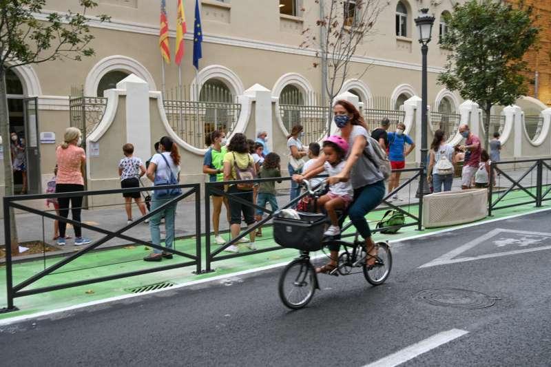 Gente en bicicleta por Valencia. EPDA