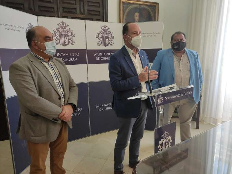 Rueda de prensa de Emilio Bascu�a