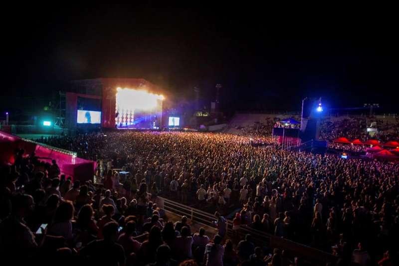El público disfruta durante la actuación del grupo Fangoria en el Low Festival, en Benidorm, Alicante, en una edición anterior. EFE/Lars ter Meulen/Archivo