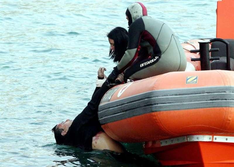 Miembros de la Cruz Roja en el rescate de un ahogado. EFE/Archivo