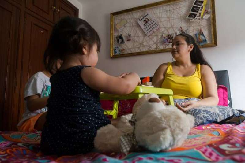 Cristina, madre de familia con tres hijos que recibe ayuda de Save the Children en València. © Pablo Martí ? Diodo Media / Save the Children
