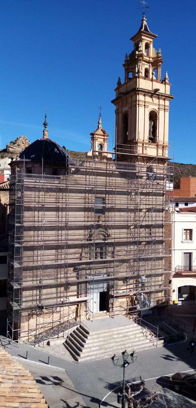 La iglesia de Tuéjar durante la reforma. B. B.