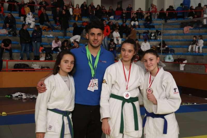 Integrantes de Judo Canet con sus medallas. EPDA