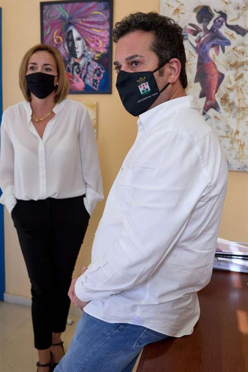 Ximo Coll y Carolina Vives, matrimonio y alcaldes de El Verger y Els Poblets respectivamente, a los que el PSPV ha abierto expedientes y suspendido cautelarmente de militancia. EFE/Natxo Francés
