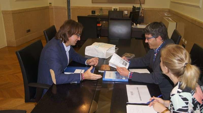 Jorge Rodríguez con el alcalde de Ayora