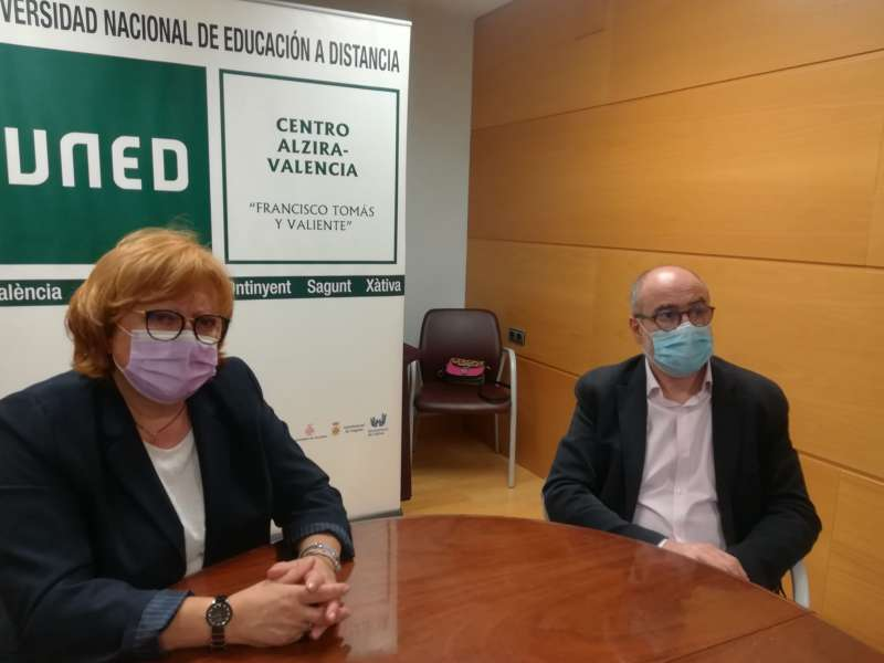 La delegada del Gobierno y el director de la UNED. EPDA