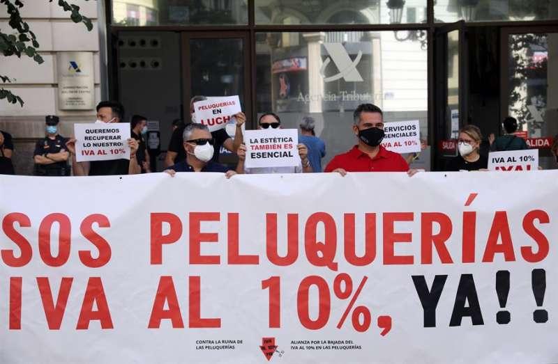 La Alianza por la Bajada del IVA al 10 % de las Peluquerías inicia en València su primer acto de protesta en España por la situación que atraviesa este sector y para alertar del